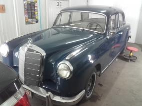 Mercedes 219 z 1959r. Bezlakierowo.pl - bzlakierowe usuwanie wgniecen w karoserii samochodowej